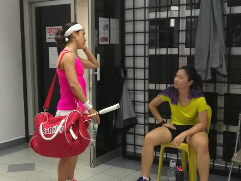 Nicol bounces back after losing first set to Andrea